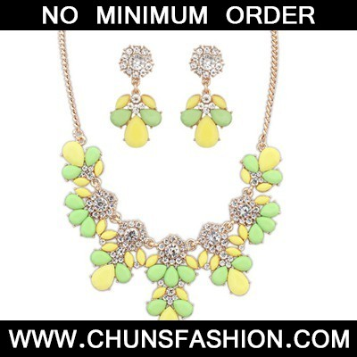 yellow & green gemsotne petal Jewelry Set