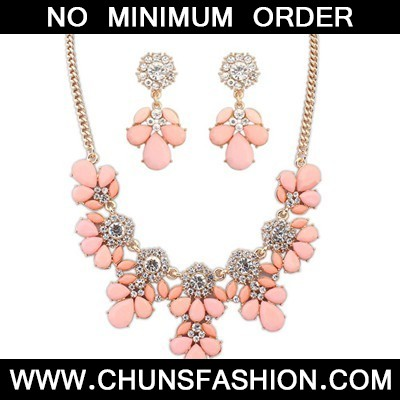 pink gemsotne petal Jewelry Set
