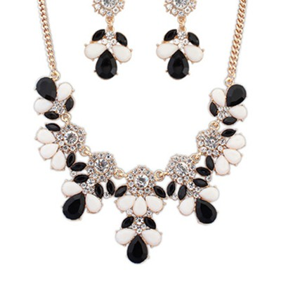 & white gemsotne petal Jewelry Set
