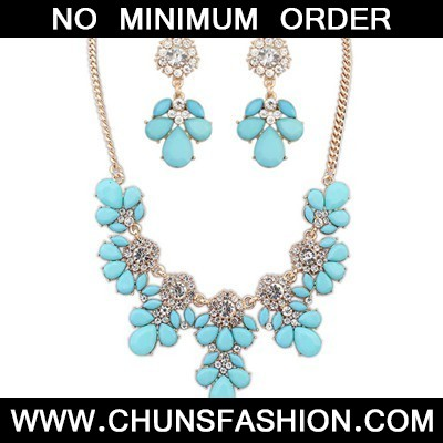 light blue gemsotne petal Jewelry Set