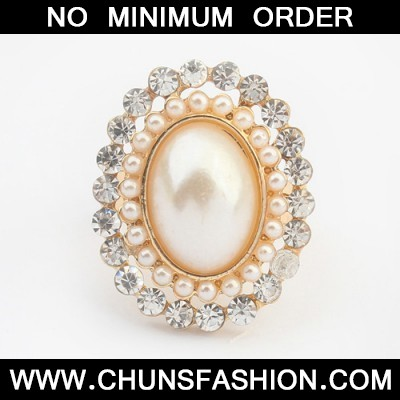white pearl oval shape Ring