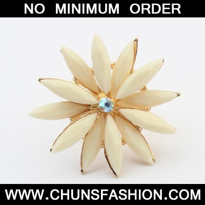 beige flower shape Ring