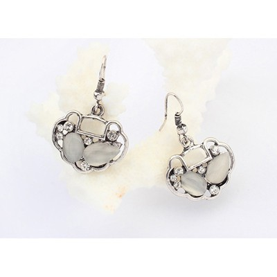 Beige Longevity Lock Shape Earring