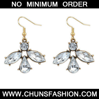 White Diamond Waterdrop Shape Earring