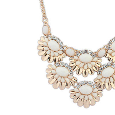 Beige Fan shape Flower Necklace