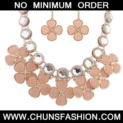 Light Pink Diamond Clover Shape Jewelry Set