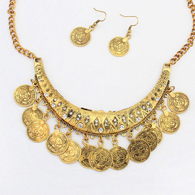 Antique Gold Diamond Crescent Shape Jewelry Set