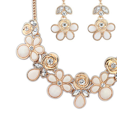 Beige Rose Shape Jewelry Set