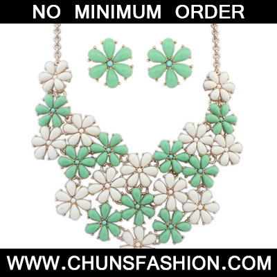 Green & Beige Flower Shape Jewelry Set