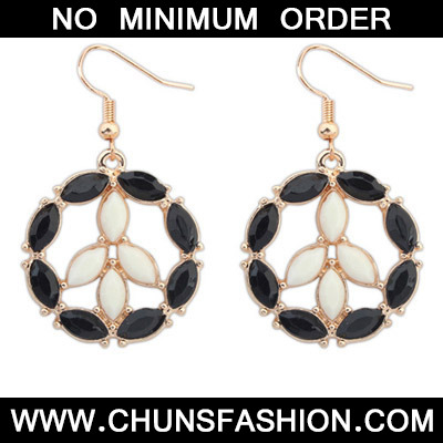 Black & Beige Round Shape Earring