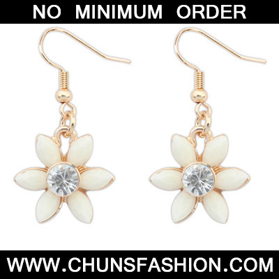 Beige Diamond Flower Earring