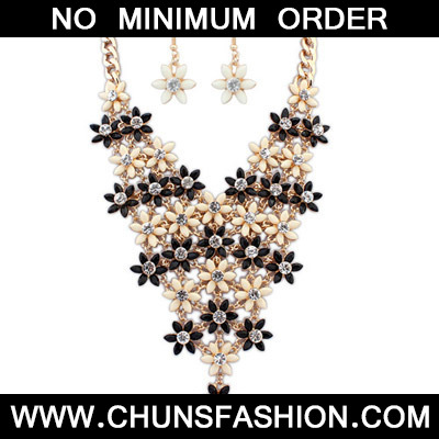 Black & Beige Diamond Flower Jewelry Set