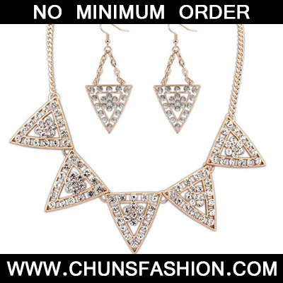 White Diamond Triangle Shape Jewelry Set