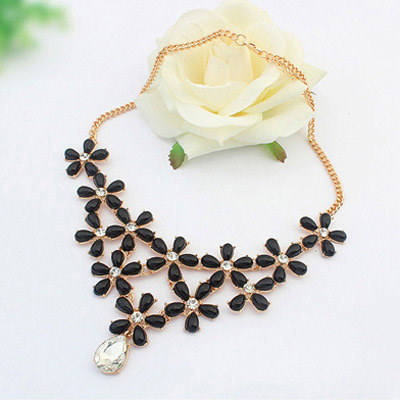 Black Decoraed Flower Jewelry Set