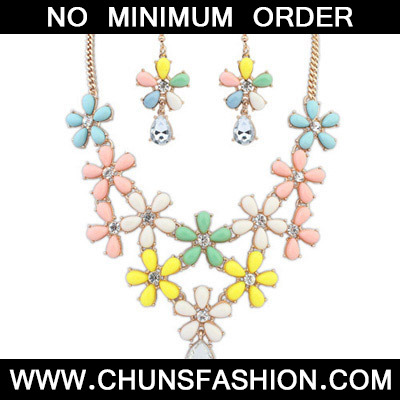 Multi Decoraed Flower Jewelry Set