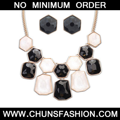 Black & White Geometrical Shape Jewelry Set