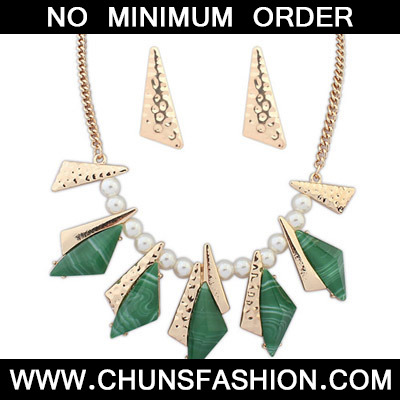 Green Geometrical Shape Jewelry Set