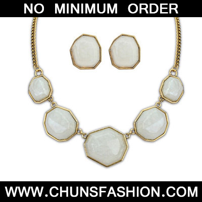 White Geometrical Shape Jewelry Set