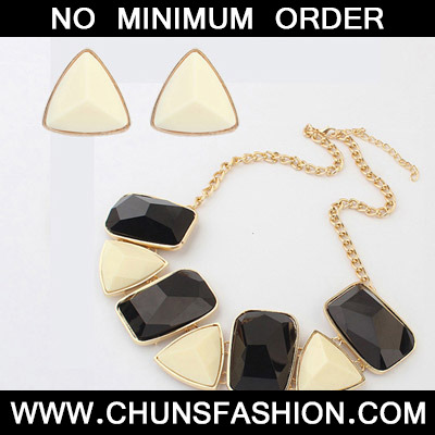 Balck & White Geometrical Shape Jewelry Set