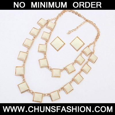 Beige Sqaure Shape Jewelry Set