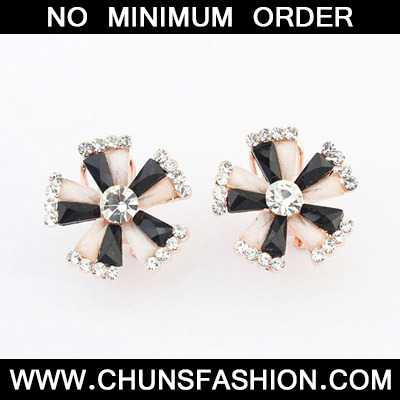 MultiDiamond Flower Stud Earring