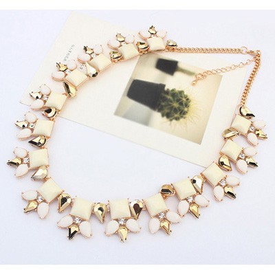 White Sqaure Shape Necklace