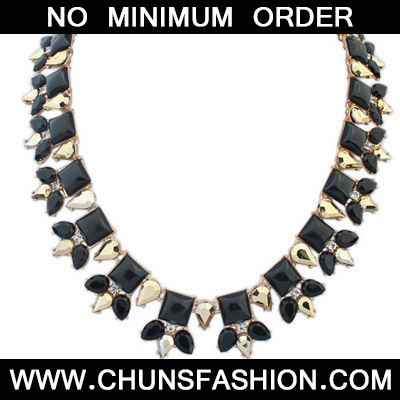 Black Sqaure Shape Necklace